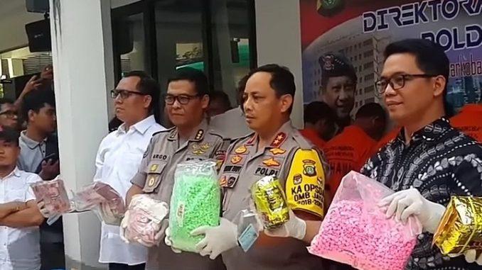 Aishiteru Ditangkap Polisi Terkait Sabu 9,5 kilogram dan 24.000 Butir Pil Ekstasi.