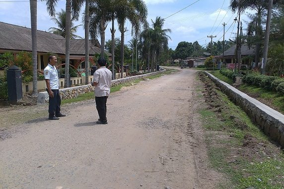 Bangunan tembok penahan di depan pemukiman rumah warga di kebun Tinjowan, Kecamatan Ujung Padang, Kabupaten Simalungun