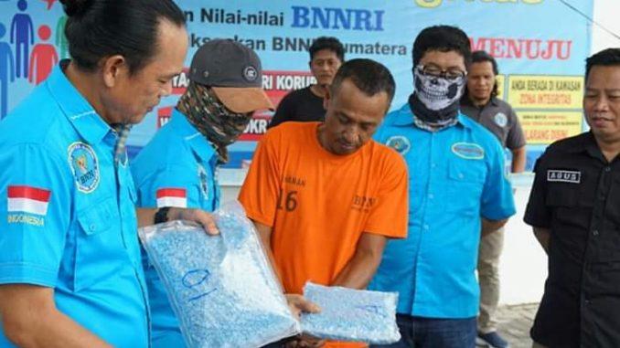 BNN Kembali Mengungkap Peredaran Gelap Narkotika Jenis Ekstasi Dan Shabu Jalur Malaysia-Medan-Padang