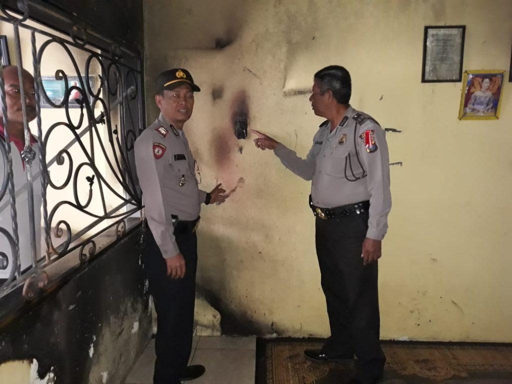 Kapolsekta Berastagi AKP Pawang Ternalem Sembiring saat di lokasi kejadian Kebakaran, di gang Serasi Berastagi, Selasa (10/06/2019) foto terkelinbukit.