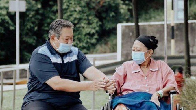 Ibu Ani Yudhoyono Bersama Presiden RI-6 Susilo Bambang Yudhoyono