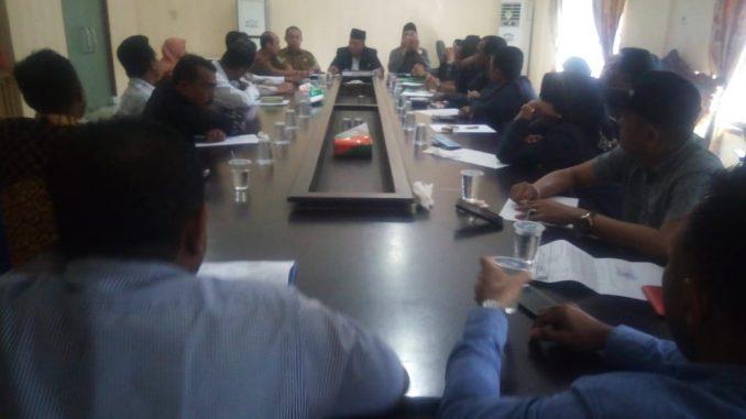 Komisi A DPRD Batu Bara pun kemudian sengaja mengundang dan menggelar RPD (Rapat Dengar Pendapat) terkait kontroversi dasar regulasi peraturan pembentukan TBUPP (Tim Bupati Untuk Percepatan Pembangunan -red)