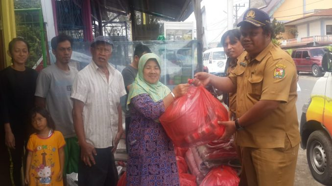 Pemkab Karo Salurkan Bantuan Kepada 7 Kepala Keluarga Korban Musibah Kebakaran di Kabanjahe