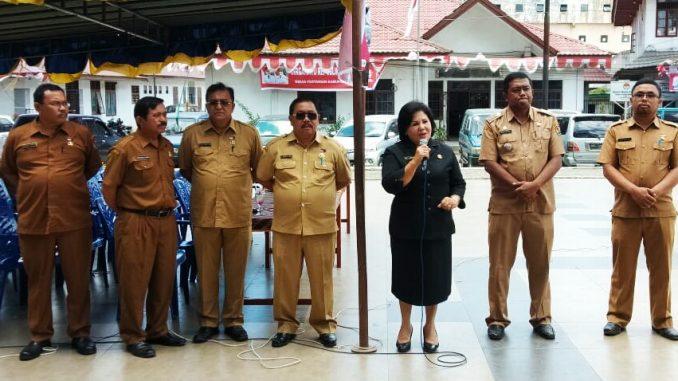ket foto :Wakil Bupati Karo Cory Seriwaty Br Sebayang saat memberikan kata sambutan dalam kegiatan Kecamatan Kabanjahe lomba memasak di tingkat Kecamatan Kabanjahe.foto terkelinbukit.