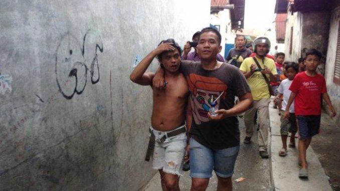 sabhara polrestabes medan melakukan gerebek kampung narkoba, Photo : M.Andimaz