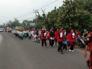Kegiatan Pawai Akbar Diiringi Dua tim Marching Band Diikuti Seluruh Peserta Menyusuri Jalan Sepanjang Lebih Kurang 3 kilometer.