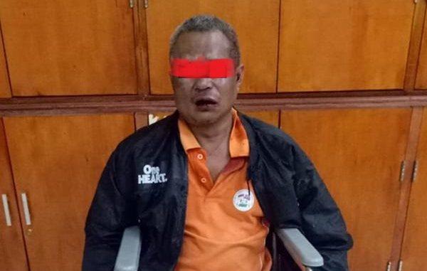 Pelaku cabul yang menebas telinga petugas Unit PPA Polrestabes Medan akhirnya berhasil diringkus. Pelaku bernama Sarjoni (50) ini terpaksa dilumpuhkan di kedua kakinya.