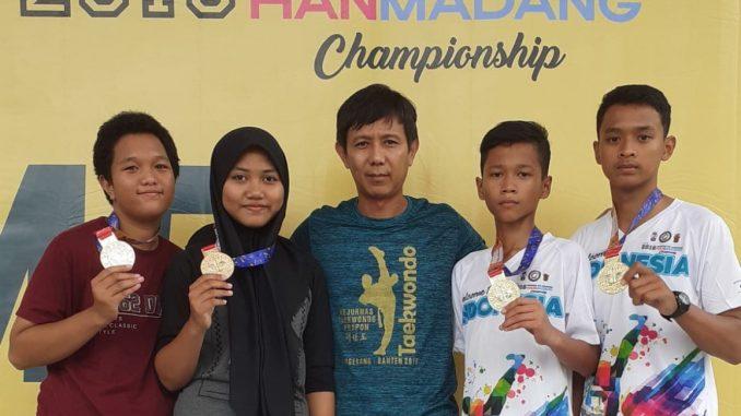 Pelatih Utama Rahmat Taekwondo Academy Beserta ke-4 Atlet Yang meraih Medali Emas