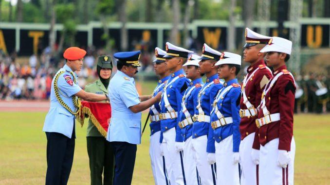 30 Taruna asal Sumatera Utara (Sumut) diwisuda oleh Panglima TNI Marsekal Hadi Tjahjanto, bersama 830 Taruna lainnya, di Lapangan Sapta Marga Akademi Militer, Magelang, Kamis (31/10).