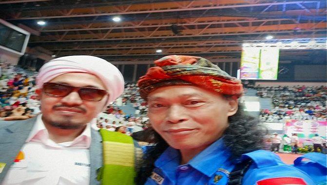 Pembina Pesantren RI 1 Habib Abu Djibril Basyaiban dan Ketua Umum GIAN R. Guntur Eko Widodo memberikan ucapan selamat