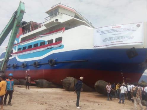Kapasitas kapal Ferri Ro-Ro 300 GT itu yakni 180 orang penumpang dengan 12 kendaraan Truk @ 10 ton serta puluhan unit mobil jenis sedan.