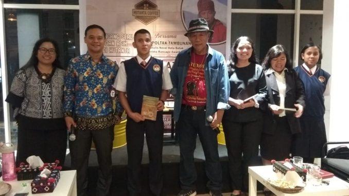 Acara Bincang seru dan asyik tentang sastra batak ini di selenggarakan di Hutanta Cafe Balige Jalan Pematang Siantar KM 2 Desa Tampubolon Sariburaja Balige hari Rabu,(13/11/2019)