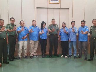 """Kodim 0418/Palembang"""" didampingi Ketua DPW GIAN Provinsi Sumsel Ibu Suzie Langoputan dalam tatap muka bersama rekan-rekan media bertempat di Volum Cafe Jalan Sumpah Pemuda."""