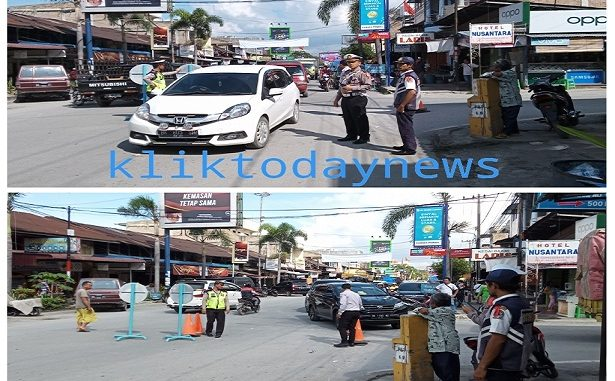 kendaraan memadati kota Balige pada hari Jumat ( 27/12/2019 ) pukul 11.00 wib sampai sore ini