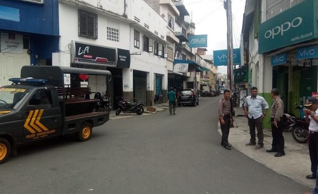 Tampak Petugas Kepolisian dan Dinas Perhubungan di Perempatan Jalan Dipenogoro-Jalan Cipto