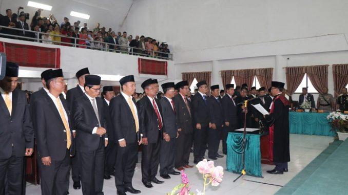 Rapat paripurna DPRD Kabupaten Toba Samosir (Tobasa) digelar di ruang rapat paripurna dalam rangka pengambilan sumpah atau janji anggota DPRD ,hari Senin (16/12/2019)