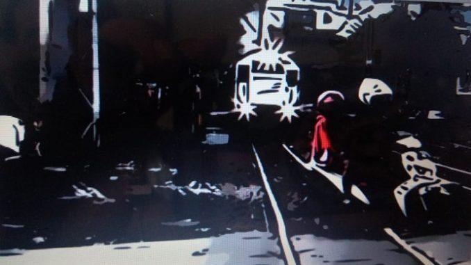 Ilustrasi Pengedara Melintasi Kereta Api