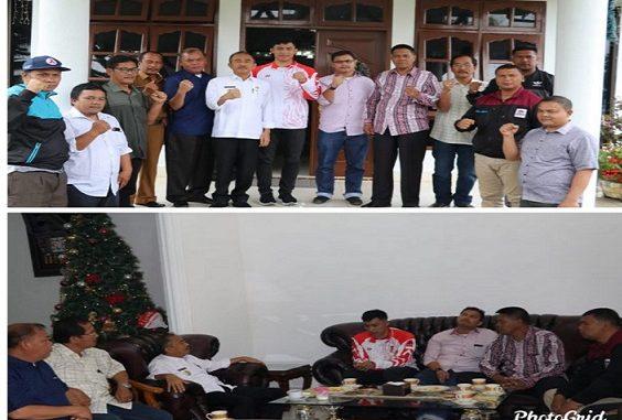 Kunjungan Karateka asal Toba, Daniel Hutapea peraih medali perunggu Sea Games – Manila Filipina 2019 di Rumah Dinas Wabup Toba, Selasa,(24/12/2019).