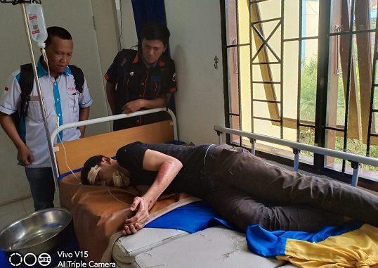 Tersangka pelaku Curanmor Di Jalinsum Batubara, saat menjalani perawatan di Puskemas Limapuluh karena dihajar massa.