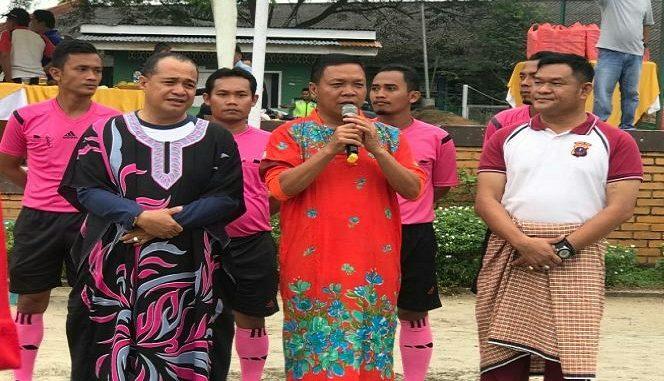 Daster yang dikenakan Bupati dan Kapolres adalah sebuah konstum yang sengaja disiapkan untuk acara bermain sepak bola dalam rangka memeriahkan HUT (Hari Jadi) ke 13 Kabupaten Batu Bara
