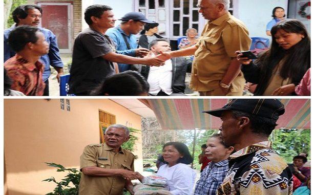 Masyarakat Desa Sibuntuon kelompok tani Anggrek menerima bantuan benih penangkar padi yang langsung diserahkan oleh Bupati Toba Samosir Darwin Siagian