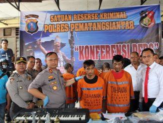 KAPOLRES Pematang Siantar AKBP Budi Pardamean Saragih SIK memimpin Press Conference, pengungkapan kasus pembobolan Toko Roti Ganda, Jumat (17/1/2020)