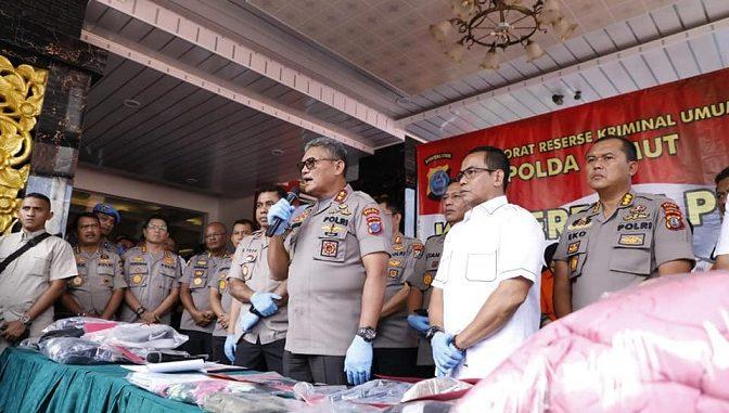 Kapolda Sumut pimpin konferensi perss pengungkapan kasus pembunuhan terhadap Hakim Pengadilan Negeri Medan. Rabu (08/01/20) di lobby Adhi Pradana Mapolda Sumut
