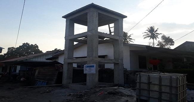 Ket foto : Proyek kegiatan pembangunan tangki air bersih dan sumur bor di desa perbesi belum berfungsi dan terancam gagal.