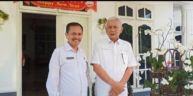 Bupati Tobasa Ir.Darwin Siagian bersama Drs.Lalo Simanjuntak Kepala Dinas Kominfo Tobasa.