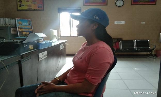 Asnitha H Sinaga (32) wartawan media online yang bertugas di Kabupaten Samosir mengungkapkan bahwa dirinya mengalami penganiayaan dari seorang pemborong berinisial (PN