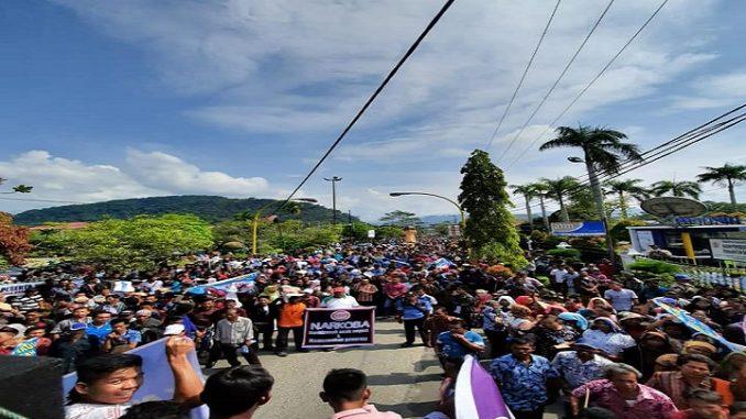 Puluhan ribu warga Tapanuli Tengah (Tapteng) melakukan Aksi Damai memberantas Peredaran dan Penyalahgunaan Narkoba di Tapteng Jum'at (7/2/2020).