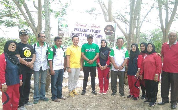 Penanaman 200 bibit pohon Jumat 07/02/2020 ,Pangkalan Mansyur, Kec. Medan Johor Kota Medan Sumatera Utara, sekira pukul 10.00 WIB.