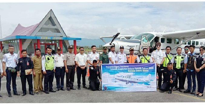 Photo Bersama Kasatpel, Forkompinca dan Staf Penerbangan PT ASI pudjiastuti Di Bandara Sibisa