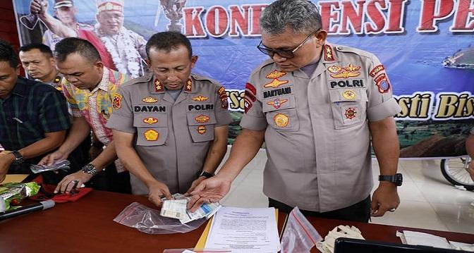 Kapolda Sumut pimpin konferensi perss pengungkapan kasus pemalsuan STNK, pencurian dan pengedaran narkotika bertempat di Halaman Mapolres P. Belawan. Jumat (21/02/20)