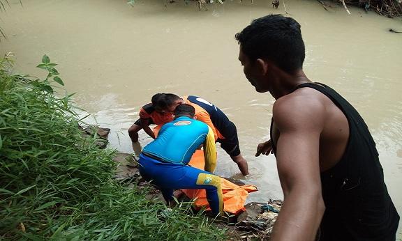 Jenazah Tiara berhasil ditemukan dalam keadaan meninggal dunia di aliran sungai Bekoan Desa Tanah Merah Kec. Air Putih Kab. Batu Bara.