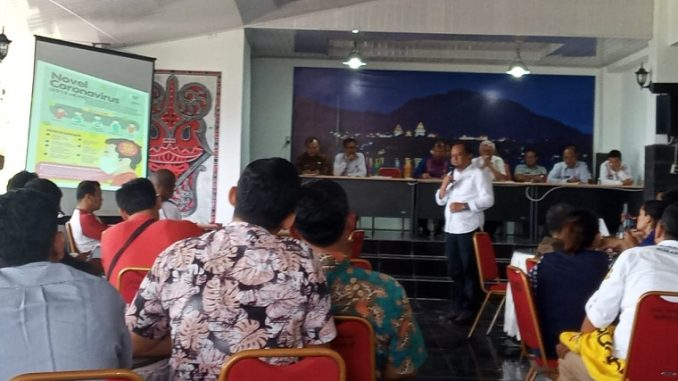 Kepala Dinas Kesehatan Kabupaten Tobasa Dr.Juliwan memaparkan tentang isu Virus Corona