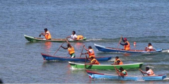 lomba dayung tradisional di kawasan objek wisata Pantai Ulak Desa Siregar Aek Nalas, Kecamatan Uluan, Kabupaten Toba, Selasa (10/3/2020).