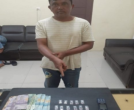 Daus S. Milala alias Lobo, laki-laki (40), seorang petani warga Desa Payung Kec. Payung, Kab. Karo Prov. Sumatera Utara tak berkutik ketika ditangkap oleh petugas Satres Narkoba Polres Tanah Karo. Rabu (11/03/2020) sekira pukul 13.00 WIB.