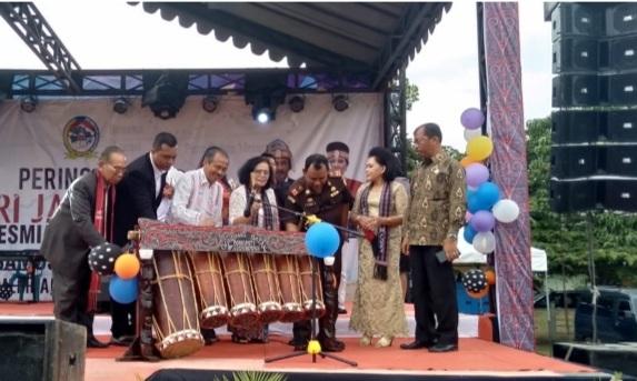 HUT Ke 21 Kabupaten Toba Tahun 2020 di Lapangan Sisingamangaraja XII Balige, resmi dibuka Bupati diwakili Oleh Wakil Bupati Hulman Sitorus, Kamis (12/3/2020) sore.