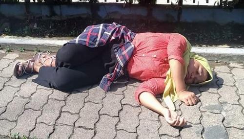 Warga Berastagi sempat heboh dan ketakutan dan atas adanya seorang perempuan muda yang tergeletak di atas trotoar jalan Perwira Kecamatan Berastagi Kabupaten Karo