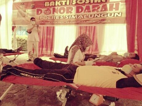 Poliklinik Polres Simalungun bekerja sama dengan Palang Merah Indonesia Kabupaten Simalungun menggelar aksi donor darah, Selasa 14 April 2020