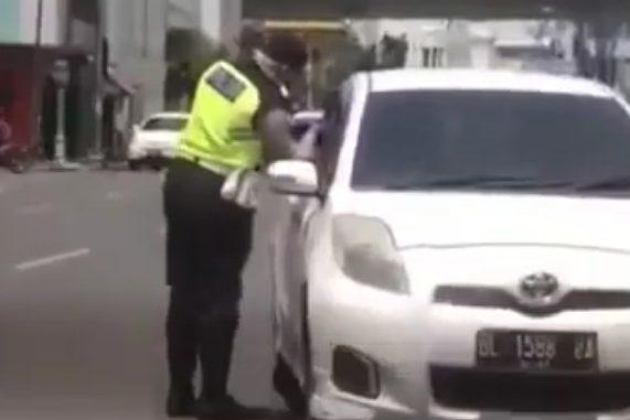 Screenshoot Video Diduga Polisi Melakukan Pungli dan Perbuatan tidak menyenangkan