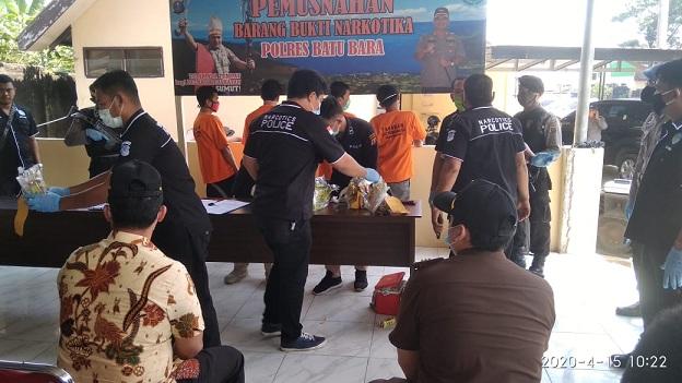 Pemusnahan Narkotika Jenis Sabu-sabu Seberat 7 Kilo Gram (Kg) di Halaman Polres Batu Bara, pada rabu 15/4/2020