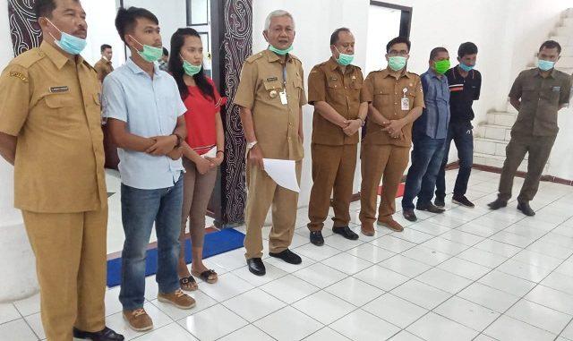 Pemkab Toba menerima bantuan dari para Anak Perantauan bertempat di Kantor Bupati Kabupaten Toba, Senin (20/04/2020) sekitar pukul 15.30 WIB
