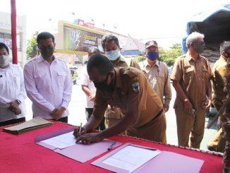 Bantuan langsung diserahkan Walikota Pematangsiantar H Hefriansyah SE MM bersama Wakil Walikota Togar Sitorus SE MM, dan Pj Sekretaris Daerah (Sekda) Kusdianto SH secara simbolis kepada para lurah.