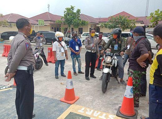 pelatihan safety driving dan safety ridding terhadap 26 orang supir angkot dan abang becak bertempat di lapangan praktek uji Sim Polres Serdang Bedagai, Kamis (16/04/2020)