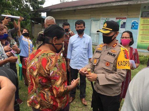 Kapolres Tobasa AKBP Akala Fikta Jaya S.IK hadir di tengah masyarakat Hutanamora Kecamatan Silaen Kabupaten Toba.