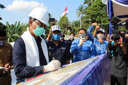 Bupati H2G Resmikan Jembatan Air Kungku Kertosono dan Margoyoso kecamatan jayaloka. Kamis (25/6/2020).