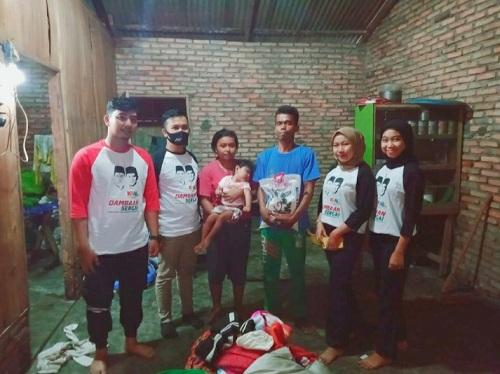 Kolaborasi Anak Muda dan Mahasiswa (KAMI) Serdang Bedagai, menyambangi rumah warga korban bencana angin puting beliung dan berikan bantuan kepada warga Dusun 3 Desa Kota Galuh, Kecamatan Perbaungan Kabupaten Serdang Bedagai Jum'at 26/6/2020.
