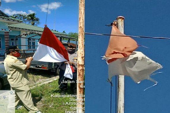 2 personil Polsek Raya Polres Simalungun BRIPKA Okto Freddy dan Brigadir Zulfan Effendi menurunkan kemudian mengganti dengan Bendera yang baru, Kamis (25/06/2020)